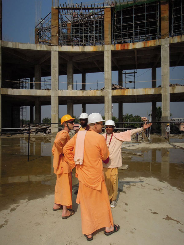 Mayapur_Temple_Construction_2011_01