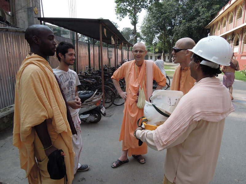 Mayapur_Temple_Construction_2011_13