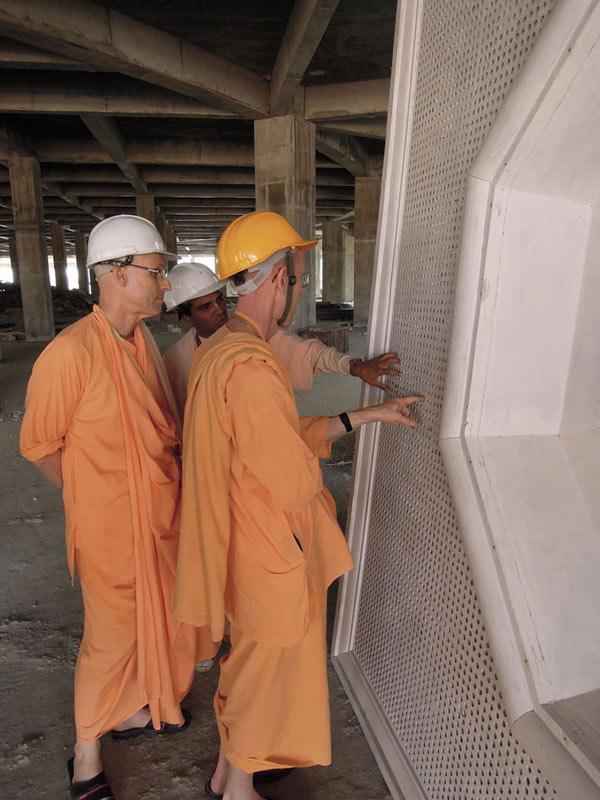 Mayapur_Temple_Construction_2011_12