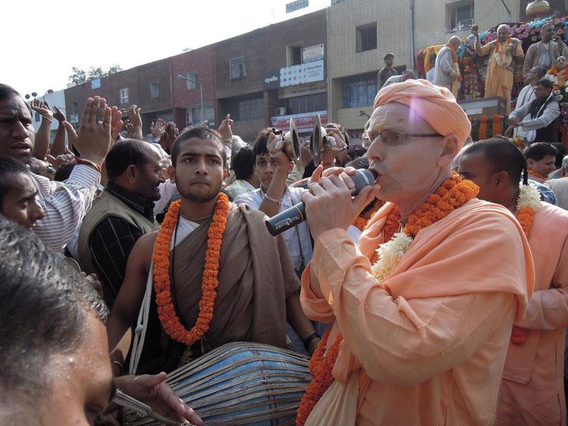 Ratha_Yatra_Chandigarh_2011_16